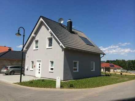 Frei geplantes Einfamilienhaus mit großzügigen Grundstück
