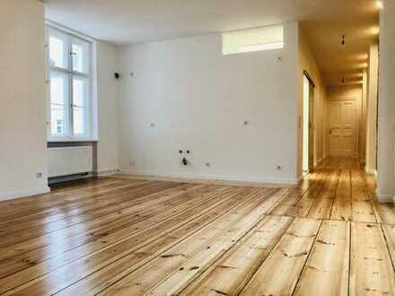 Kernsanierte 4-Zimmer-Altbau-Wohnung in historischem Einzeldenkmal in Friedrichshain!