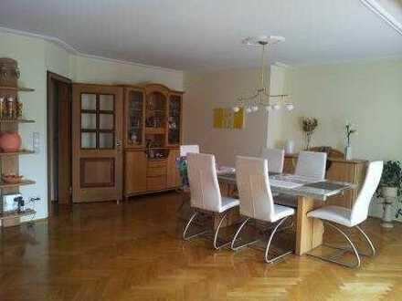 Schöne, gepflegte 3 Zi-Wohnung mit 126 qm WF