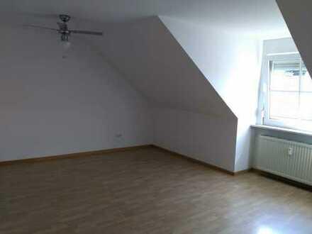 schöne, ruhig gelegene 2 Zimmer Wohnung mit gutem A8 Anschluss und Einbauküche