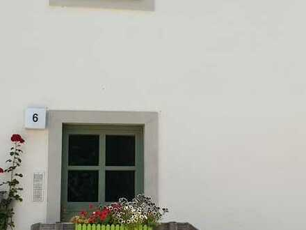 Wohnen am Schloßpark, hübsche 2-Zimmerwohnung im Dachgeschoss