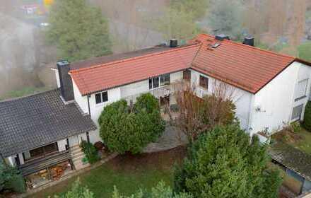 zum Wohlfühlen: helles, großzügiges 3,5 Zimmer Mittelhaus mit Veranda/großen Garten Balkon und EBK