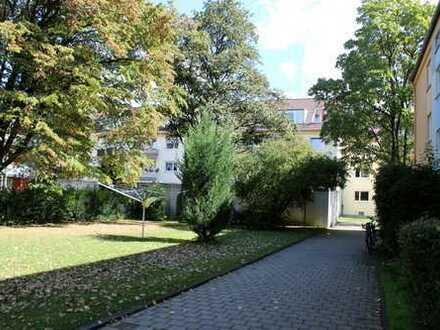 Helle renovierte Dachgeschoss-Wohnung im Münchner Westen