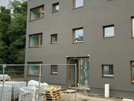 +++ERSTBEZUG - Wunderschöne Neubau Wohnung mit Küche, Garten, Stellplatz im Grünen +++