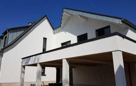 """""""Haus im Haus"""" mit 2 Terrassen und schönem Gartenanteil in bester Lage von Bergisch-Gladbach Refrath"""
