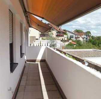 Wohlfühlen in heller, ebenerdiger 3 Z Wohnung mit EBK und Balkon