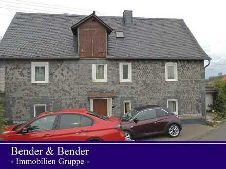 Renovierungsbedürftiges Bauernhaus mit Ausbaureserve und Nebengebäude in ländlich