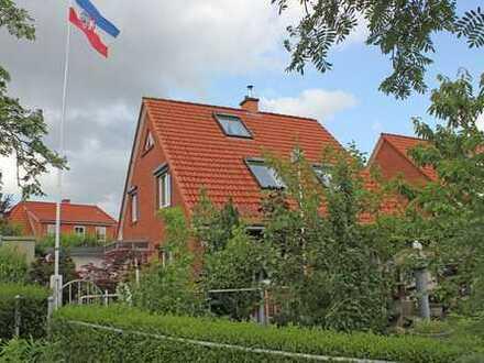 Große Doppelhaushälfte mit Einliegerwohnung in Schwentinental Klausdorf
