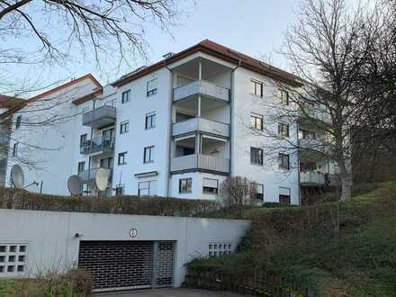 Gepflegte 2,5-Zimmer-Wohnung im EG mit Einbauküche und Balkon in Achern