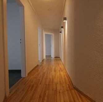 Moderne trifft Klassik! 3 Zimmer Wohnung mit Einbauküche und Balkon im Nibelungenviertel