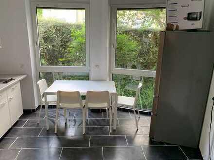 Großes möbliertes WG-Zimmer mit eigenem Balkon und Fußbodenheizung in Ludwigsburg!