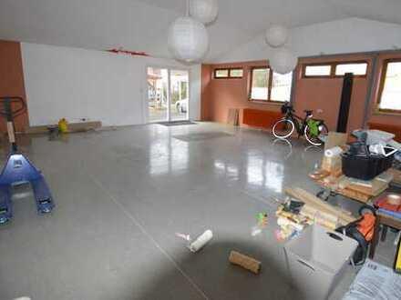 ca. 65 m2 grosse Halle/Lagerfläche/Büro zu vermieten.