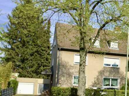 Duisburg-Buchholz 2 Familienhaus mit Garagen und großen Garten.