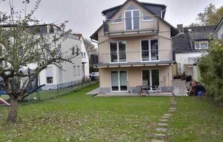 Erstbezug mit Balkon: exklusive 2-Zimmer-DG-Wohnung in Bad Vilbel.