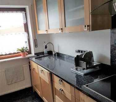 Freundliche 3-Raum-Hochparterre-Wohnung mit EBK und Balkon in Haag in Oberbayern