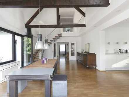 Großzügig Wohnen und Arbeiten am Stadtgarten! Hochwertige Galeriewohnung in einem 2- Familienhaus!
