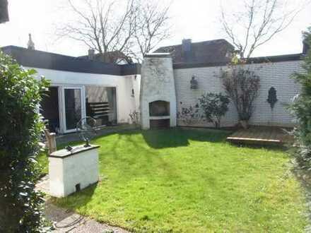 Erbbaurecht - Großes Ein- bis Zweifamilienhaus mit Wintergarten, Schwimmhalle im Garten, 2 Garagen