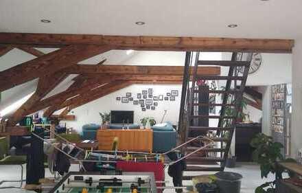 Schöne 2,5-Zimmer-DG-Wohnung mit Balkon und Einbauküche in Lingenfeld