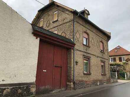 Von Privat, großzügige Hofreite 180 qm WF, 620 qm NF, auf 944 qm Grundstück in Wallertheim