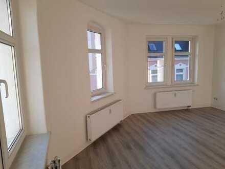 Schöne Vier Raum Wohnung komplett renoviert