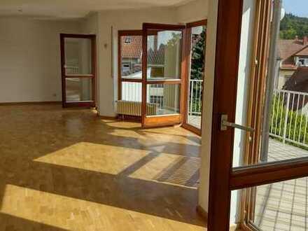 Vollständig renovierte Wohnung mit fünf Zimmern und Balkon in Lahr/Schwarzwald