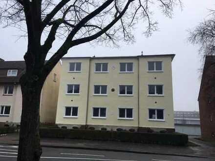 Frisch sanierte 2 Zimmer Wohnung mit Balkon im EG