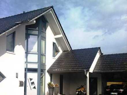 Exklusives Architektenhaus mit Doppelcarport, herrlichem Garten und Terrasse!
