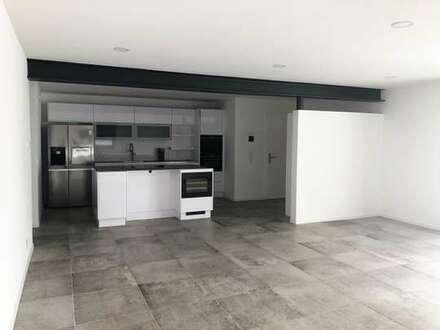 Stilvolle 3-Zimmer Wohnung mit EBK, zwei Terrassen und PKW-Stellplatz