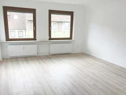 Geräumige und helle 5,5 Zimmer Wohnung in Eningen Ortsmitte mit Balkon