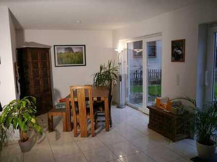Vollständig renovierte 5,5-Zimmer-EG-Souterrain-Wohnung über zwei Etagen mit großem Garten