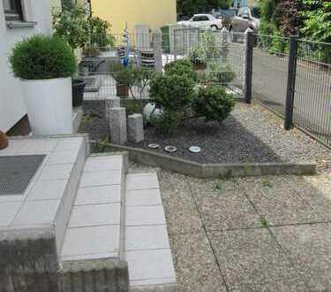 Schwabach-Limbach ! DHH, ca. 135 m² Wfl., 361 qm Grund, Laminat, Garten, Garage