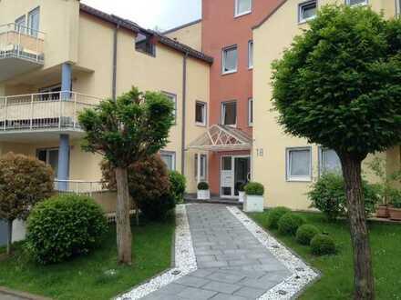 In exzellenter Wohnlage großzügige 3 -Zi-Wohnung, großer, herrlicher Südbalkon, EBK