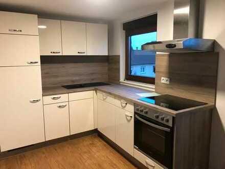 *TOP* Neu ausgebaute 2-Raum-DG-Wohnung in ruhiger Lage in 3-Familien-Haus