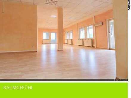 Großzügige Wohnung mit außergewöhnlicher Grundrissaufteilung (KA-Waldstadt)