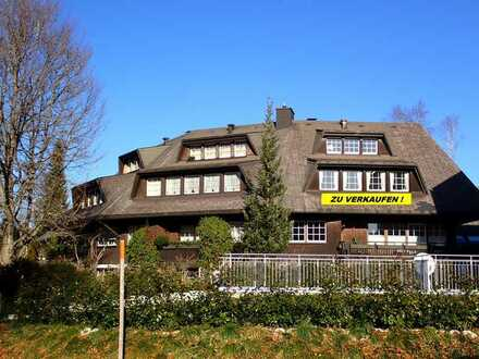 HINTERZARTEN: 3-Zimmer Maisonettewohnung im Schwarzwaldstil + 1 extra Gästezimmer mit WC im UG