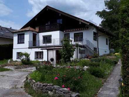 Ruhige und helle 3,5-Zimmer-Erdgeschosswohnung mit Panoramablick in Berg-Aufkirchen