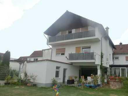 Großzügige Wohnung im Stile einer Doppelhaushälfte