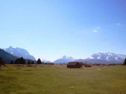 Ein Stück vom Paradies: großzügige Grünfläche inmitten fantastischer Landschaft