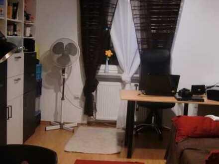 Sehr exklusive 3,5 Zimmer Wohnung komplett eingerichtet
