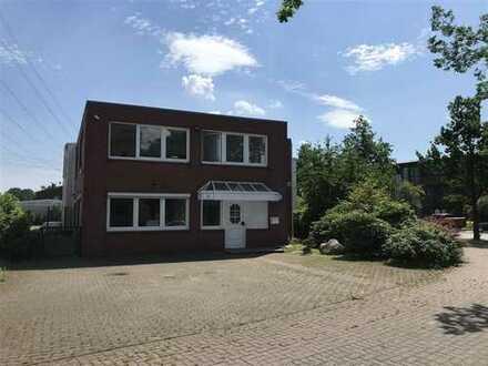 Gut ausgestattetes Bürohaus mit Stellplätzen in Norderstedt-Glashütte