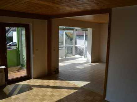 Schöne große 2,5 Zimmer Wohnung in Talheim, mit Wintergarten und Balkon