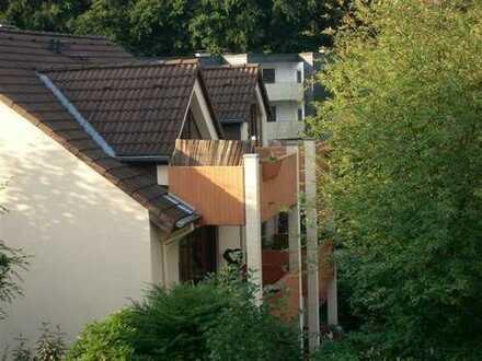 Renovierte helle 3 Zi.-DG-Whg. mit zwei schönem Balkon in Leverkusen-Lützenkirchen