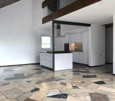 Schöne, moderne, komplett renovierte, 7 Zimmer Wohnung/Haus mit Garten und Doppelgarage in Mönsheim