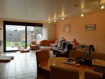 Großzügige 3-Zimmer Gartenwohnung mit 35 qm² seperater Nutzfläche im Souterrain