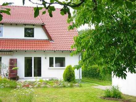 Schönes Haus mit Terrasse und eigenem Garten