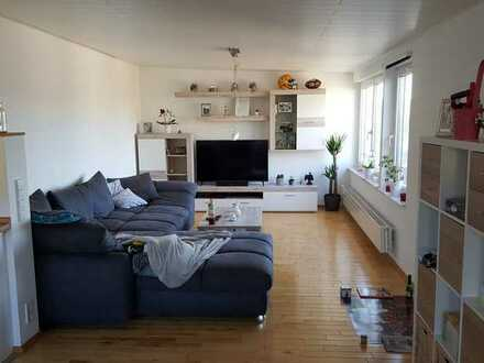 Lichtdurchflutete 3-Zimmer-DG-Wohnung mit EBK in Waibstadt