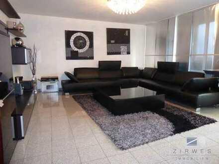 Elegante, bezugsfreie 3,5-Zimmerwohnung, 2 Balkone, Aufzug, Tiefgaragenplatz, Wesseling
