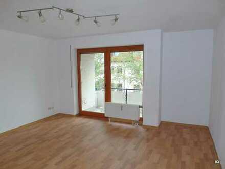 Weinböhla * Schöne 2-Zimmer-Wohnung im 2.OG mit Balkon, Essküche, Badewanne & PKW-Stellplatz