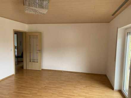 Vollständig renovierte 4-Zimmer-DG-Wohnung mit Balkon und Einbauküche in Biebergemünd