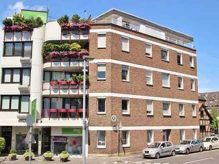 Schöne Altbauwohnung mit hochwertiger Einbauküche in Rheinnähe!